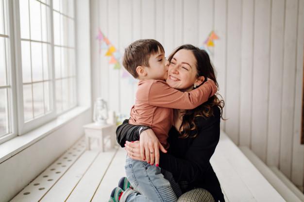 Cara Single mom membesarkan anak laki-laki